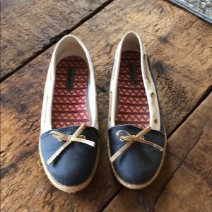 Blue & white Sperry Top-Siders w/gold bow & trim